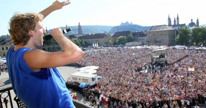 Würzburg welcomes Dirk back home! Nowitzki-mania reaches Germany