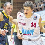 Maxi Kleber drives to the basket in action for s. Oliver Baskets - Photo by Würzburg Main Post