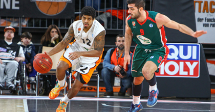 Edgar Sosa pushes the ball for ratiopharm ulm in Eurocup action