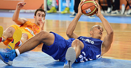 Shawn Huff (in blue) is a glue-guy for the Finnish national team and MHP RIESEN Ludwigsburg. Photo by Getty