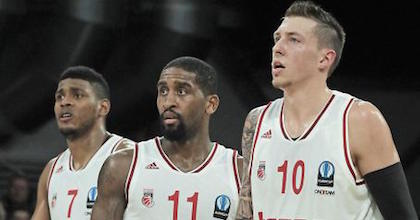 Brad Wanamaker (center) and Daniel Theis (right) have been two big reasons why Brose Baskets are cruising right now. Photo by sportpresse